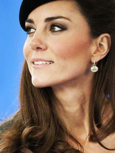 A great shot of Kate Middleton's eye makeup, I could duplicate this.