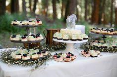 Rustic Style Wedding Cupcakes I Love the setup of this. Wedding Cake Rustic, Lodge Wedding, Elegant Wedding, Cake Wedding, Wedding Beach, Rustic Weddings, Wedding Reception, Dream Wedding, Wedding Desserts