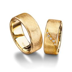 Ice finish ring- Furrer Jacot Magiques in yellow gold 8.00mm