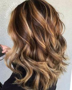 caramel hair Light Brown Hair With Caramel Blonde Balayage Bronde Hair, Brown Hair Balayage, Brown Blonde Hair, Hair Color Balayage, Blonde Color, Blonde Honey, Dark Hair, Dark Blonde, Brown Hair Blonde Balayage
