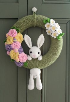 Love amigurumi? Need a new wreath idea? Then @thestitchtower has the perfect project for you! You Will Need -12 inch polystyrene wreath – 4mm hook and 3.5mm hook – Aran weight yarn, I used Knitcraft