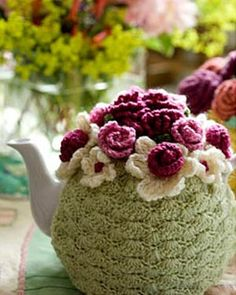 Crochet a tea cosy. IF only I had paid attention when Moma tried to teach me to crochet :-( Stitch Crochet, Crochet Cozy, Crochet Motifs, Love Crochet, Crochet Crafts, Crochet Flowers, Crochet Projects, Crochet Patterns, Scarf Patterns