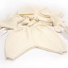 L'indispensable trousseau de #naissance pour envelopper le #bebe de sa chaleur dès la #maternité. #layette #laine #merinos