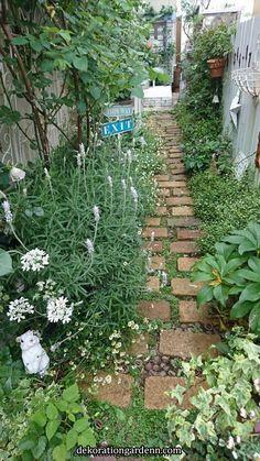 New ideas for cottage garden design diy Garden Paving, Garden Stepping Stones, Garden Paths, Back Gardens, Small Gardens, Outdoor Gardens, Side Yard Landscaping, Narrow Garden, Garden Yard Ideas