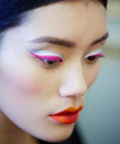 http://www.stylosophy.it/foto/tutte-le-tendenze-make-up-2013_15207_6.html