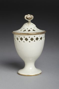 Cup and cover | Worcester porcelain factory | V&A Search the Collections
