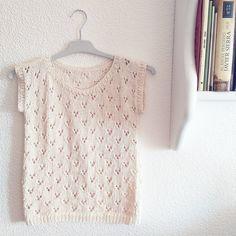Hola agujillas laneras!!  Hoy os escribo muy contenta porque os traigo el patrón de esta camiseta primaveral-veraniega a la que he decidido ...