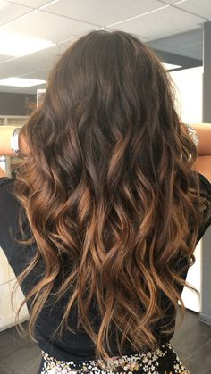 --Video Pin-- Balayage Freehand painting Hair By Brenda Cabelo Ombre Hair Mel, Ombre Hair Brunette, Front Hair Styles, Curly Hair Styles, Fall Hair Colors, Hair Colours, Light Brown Hair, Dark Brown, Lace Hair