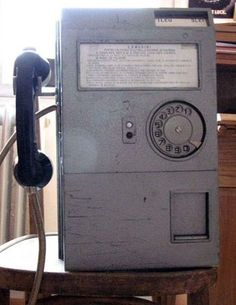 telefon public: I admit that I used this public phone, and at the time.it looked fancy. Central And Eastern Europe, Bad Life, Office Phone, Mini Me, Old Pictures, Landline Phone, Childhood Memories, Old Things, Vintage