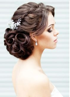 Low curls with shiny brooch