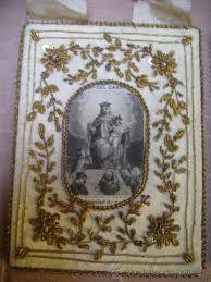 Precioso escapulario del Carmen bordado en seda, hilos y canutillos de oro.