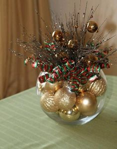 Wednesday: 7 Unique Holiday Centerpieces Christmas :) Santa Hat Christmas Decoration Merry Mailbox T. Winter Christmas, All Things Christmas, Christmas Holidays, Simple Christmas, Christmas Design, Beautiful Christmas, Christmas Bowl, Office Christmas, Nordic Christmas