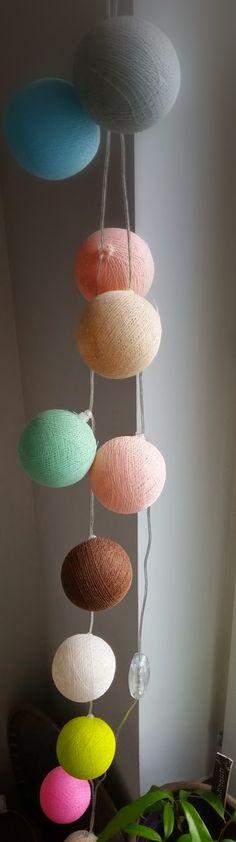 Lampslinga med färgglada bollar @ioioi.se