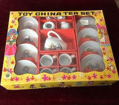 VINTAGE 17-PIECE 1950's CHILD TOY CHINA TEA SET