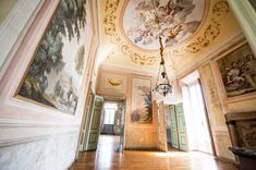 Magnificent decor and frescos in one of the most exclusive villa around #lakecomo. #destinationweddinglakecomo #weddingplannerlakecomo #thelakecomoweddingplanner #exclusivevenue #lakecomovillas