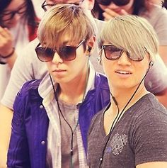 Why does Daesung look like TOP's girlfriend in this photo?!