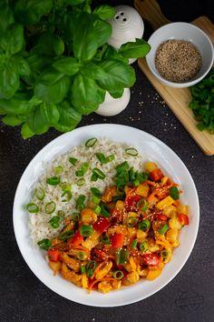 Sałatka z szynką, serem, porem i kukurydzą – Smaki na talerzu Ciabatta, Cake Recipes, Grilling, Curry, Cooking, Ethnic Recipes, Tortellini, Diet, Meal