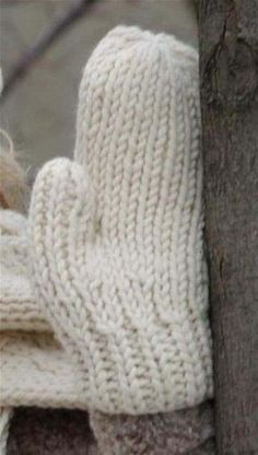 Make yourself some chunky knitted mitts with this free knitting pattern. A great project for beginner knitters. Free chunky knitting patterns - Make something new this season with a free knitting pattern fo a huge cosy blanket, hat, scarf and more! Free Chunky Knitting Patterns, Knitted Mittens Pattern, Crochet Mittens, Free Knitting, Free Crochet, Knitted Hats, Beanie Pattern, Crochet Beanie, Double Knitting