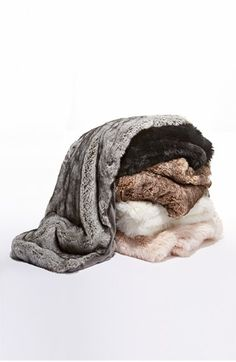 Free shipping and returns on Nordstrom at Home Faux Fur Throw at Nordstrom.com. A lavishly textured faux-fur finish reverses to plush microfiber for a refined yet cozy addition to your living room or bedroom décor.