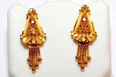Traditional indian zumaka made by Jade jewellers, India Gold Earrings Designs, Gold Jewellery Design, Necklace Designs, Gold Pendant, Pendant Jewelry, Jewelry Necklaces, Bridal Collection, Jewelry Collection, Elegant Engagement Rings