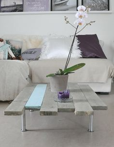 Pallet table Pallet Furniture, Furniture Projects, Home Furniture, Pallet Couch, Pallet Projects, Diy Coffee Table, Decorating Coffee Tables, Diy Interior, Interior Design