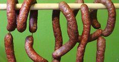 Kiełbasa wykonana w domu nie ma sobie równych i zdecydowanie jest najlepsza. Domowa kiełbaska Homemade Sausage Recipes, Polish Recipes, Polish Food, How To Make Sausage, Calzone, Smoking Meat, Preserves, Asparagus, Recipies