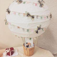 Ballon comme cadeau en argent pour mariage # cadeau en argent www. Don D'argent, Diy Ballon, Wedding Present Ideas, Diy Wedding Presents, Creative Wedding Gifts, Hot Air Balloon, Handicraft, Diy Gifts, Diy And Crafts