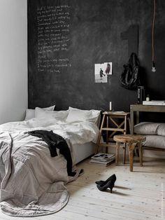 cozy | light scandinavian floor | industrial chalk wall | light grey bed sheets