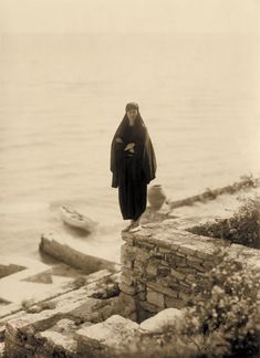 Princess Ileana at Balchik, the favourite summer residence of Queen Marie of Romania Queen Mary, King Queen, History Of Romania, Romanian Royal Family, Elisabeth I, Archduke, Royal Beauty, Royal Weddings, Vintage Photography