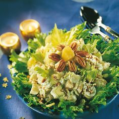 Waldorfin salaatti on salaattien klassikko. Voit valmistaa salaatin tarjoamista edeltävänä päivänä, jotta maut ehtivät tasaantua. Potato Salad, Cabbage, Tasty, Healthy Recipes, Dinner, Vegetables, Ethnic Recipes, Food, Christmas