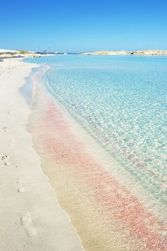 White pink sands and calming pale blue sea. Pantone Rose quartz and serenity blue inspiration