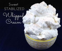 Sweet (Stabilized) Stiff Whipped Cream W/ GELATIN. What's the secret ingredient whipped cream that keeps its shape for days and in the heat? Easy recipe here! Whipped Cream Desserts, Stabilized Whipped Cream, Recipes With Whipping Cream, Whipped Cream Frosting, Cream Recipes, Frosting Recipes, Cake Recipes, Dessert Recipes, Homemade Frosting