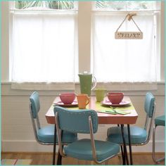 Jane Coslick Designs and Restorations. Retro dinette! this is a really cute little beach cottage.