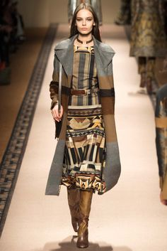 Etro Fall 2015 Ready-to-Wear - Collection - Gallery - Style.com  Etro is designed by Veronica Etro  http://www.style.com/slideshows/fashion-shows/fall-2015-ready-to-wear/etro/collection/7