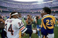 Walter Payton & Eric Dickerson of the greats RB's in NFL history) Nfl Football Players, Bears Football, Football Baby, Football Memes, School Football, Football Pictures, Sports Memes, Eric Dickerson, Football Officials