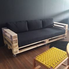 Geometric Furniture, Pallet Furniture Designs, Pallet Garden Furniture, Couch Furniture, Diy Pallet Furniture, Rustic Furniture, Furniture Decor, Garden Pallet, Pallet Fence