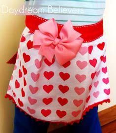 Daydream Believers Designs: Tutorial, Make a toddler apron from a tea towel!