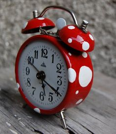 from dull red to mushroom - vintage clock