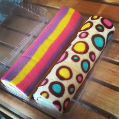 . Baking Cupcakes, Cupcake Cakes, Swiss Roll Cakes, Jelly Roll Cake, Realistic Cakes, Cake Roll Recipes, Swiss Rolls, Patterned Cake, Cake Rolls