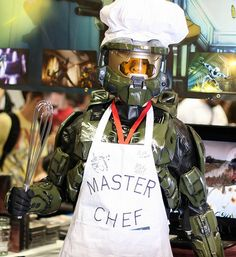 Master Chief is a Master Chef on Global Geek News. HAHAHA I'm sorry all you Halo fans, but this is hilarious XD Halo Cosplay, Best Cosplay, Awesome Cosplay, Master Chef, Weekender, New Video Games, Red Vs Blue, Retro Videos, Geek News