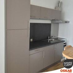 cuisine blanche porte effet soft touch ginko blanc mat petites cuisines blanches murs jaunes. Black Bedroom Furniture Sets. Home Design Ideas