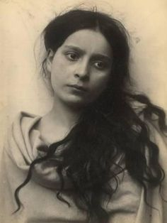 Italian Vintage Photographs ~ ~ Portrait of a Sicilian girl, Italy 1903 Photograph by Baron Wilhelm Von Gloeden Antique Photos, Vintage Photographs, Vintage Images, Old Photos, Photo Portrait, Portrait Photography, Portraits Victoriens, Portrait Images, Sicilian Women