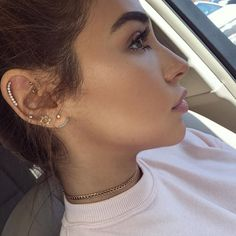 Earrings ps. Did a tutorial for this look coming next week. YouTube.com/CHANTELJEFFRIES ❤️