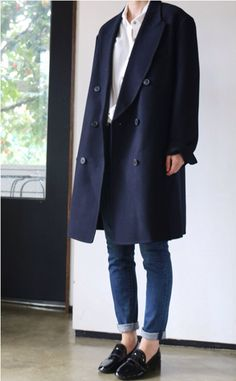 Tendance Chaussures 2018 : Description Death by Elocution – Korean Style – Long Navy Coat and Black Loafers Fashion Mode, Work Fashion, Korean Fashion, Queer Fashion, Fashion Styles, Classic Outfits, Casual Outfits, Tomboy Outfits, Noora Style
