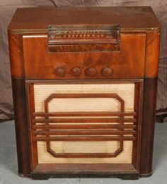 Vintage Serenader Tube Radio Cabinet for auction. Tube, Auction, Canada, Cabinet, Antiques, Vintage, Clothes Stand, Antiquities, Antique