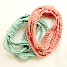 t-shirt refashion: braided necklace or headband or bracelet. Scarf Shirt, T Shirt, Shirt Scarves, Scarfs, T-shirt Refashion, Braided Necklace, Braided Bracelets, Simple Bracelets, Summer Bracelets
