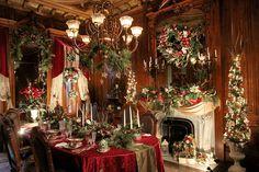 Christmas finery at Victoria Mansion - Portland Press Herald Winter Wonderland Christmas, Gold Christmas Tree, Christmas Mantels, Beautiful Christmas, Christmas Home, Vintage Christmas, Christmas Crafts, Simple Christmas, Xmas