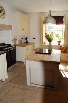 Cream kitchen, wood worktop, island and oversize floor tiles - also check thewindow seat at the back Old Kitchen, Kitchen Tiles, Kitchen Flooring, Kitchen Dining, Kitchen Decor, Kitchen Worktops, Kitchen Wood, Kitchen Island, Kitchen Diner Extension