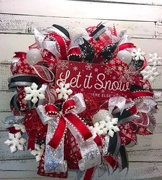 35 Fabulous DIY Home Front Door Decorating Ideas For Awesome Impressions - Wreaths Snowflake Wreath, Diy Wreath, Wreath Ideas, Snowman Wreath, Grapevine Wreath, Christmas Wreaths To Make, Holiday Wreaths, Fall Mesh Wreaths, Winter Wreaths