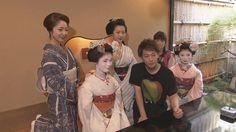 俳優の佐藤健が学生の町・京都市でぶっつけ本番旅に挑戦。河川敷で待ち合わせた鶴瓶と佐藤。就職活動中の大学生に会いたいという佐藤は、早速、鶴瓶の母校に行きたいと…。